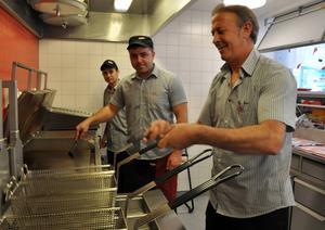 Ny köksutrustning och ny fläkt gör arbetet lättare för Halit Tuncer och hans anställda.