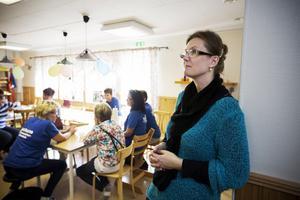 Åsa Jernström påpekar att metodiken att integrera nyhitkomna med uppehållstillstånd är unik.
