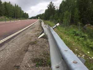 På lördagsmorgonen skedde en dödsolycka på väg 66 utanför Virsbo. Bilen körde över staketet och kraschade.
