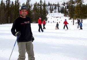 Första gången på slalomskidor. Under onsdagen fick invandrare från Härjedalen och Bergs kommuner prova på slalom på Skalet.