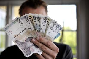Fantasipengar. Allianspartierna tycks ha en annan budgetram att förhålla sig till än den som är beslutad av kommunfullmäktige, skriver debattörerna.foto: scanpix