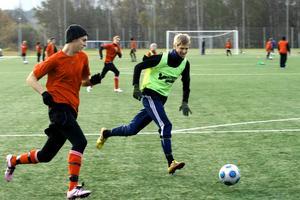 Alexander Franzén, till vänster, gjorde ett av målen i onsdagens match. BILD: SAMUEL BORG
