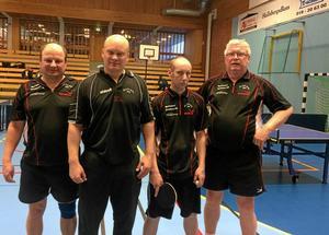 framgångsrika. Jari Pennanen, Peter Frykholm, Lars Lindqvist och Kjell Andersson i Ålsta BK går som tåget genom pingis-säsongen och leder fyran.