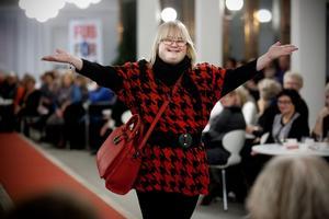 Malin Lundholm älskar att delta i modevisningar. Här går hon på catwalken på Fub:s modevisning 2012.
