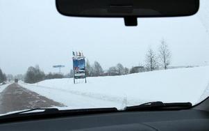 En ny rondell byggs i höst på rv 50 i höjd med Bäckelund och Borlänge Energi till en kostnad av cirka 5 miljoner kronor. Kommunen betalar. Rondellen anses nödvändig för att lätta trafikflödena från söder till handelområdet Norra Backa. Foto: Hans Dahlqvist