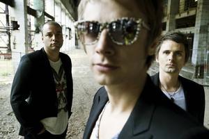 Muse från Storbrittannien är albumaktuella. Europaturnén inleds i Helsingfors 22 oktober. Två dagar senare spelar Muse på Hovet i Stockholm.