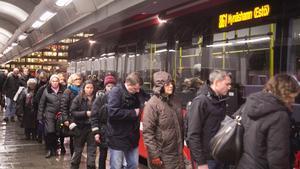 Det brukar vara en lång kö när buss 861 på kvällen går från Gullmarsplan till Nynäshamn. Från och med den 15 december ska bussen i stället gå till och från Slakthusområdet. Foto: NP/arkiv