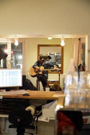 Café Tingshuset lever upp till den gamla musiktradition som finns i huset som finns dels genom att låta Klubb Sam och Sensus arrangera TGIO.