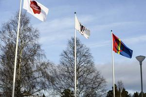 Samiska flaggan utanför Medborgarhuset i Sveg.