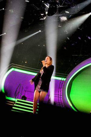 11.05: Idolerna får sjunga sin låt tre gånger. Idolerna har koreograf Roger Lybeck och röstcoach Sofia Lilja till hjälp under repet.– Vi gör lite småjusteringar, skruvar till det för att förstärka framträdandet, säger Sofia som varit med sedan Idol-starten 2004 och som tycker Matilda är en talang:– Hon utvecklas väldigt fort och är väldigt klok och lätt att jobba med.