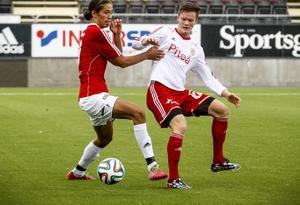 Jonathan Lundbäck i fjol i IFK Östersunds rödvita tröja. Nu blir han rödvit igen, åtminstone under hösten.   Arkivbild
