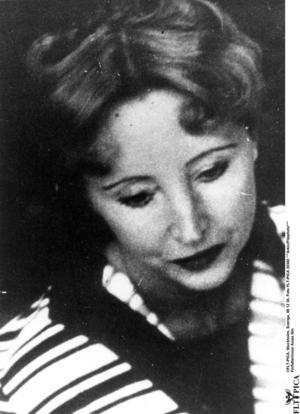 Anaïs Nin föddes 21 februari 1903 i den franska provinsbyn Neuilly-sur-Seine och dog 14 januari 1977 i Los Angeles.