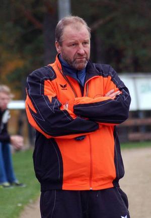 Ytterhogdals tränare Sven-Tore Lindgren skulle i helgen träffat YIK:s styrelse angående vem som ska leda laget.   Foto: Leif Eriksson