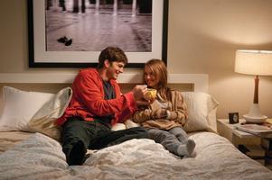 Natalie Portman i bingen. Där spelar hon trovärdigt mot Ashton Kutcher.