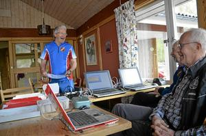 Inför start. Östen Eklöf laddar inför starten, här med Leif Hjulström som lagt banorna och Stefan Öberg.