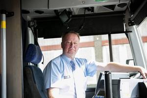 Peter Doverhem är kritisk till minskat antal bussar på landsbygden.