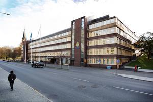 Två personer har gripits efter flera fullbordade – och misslyckade – brott i Sundsvall.