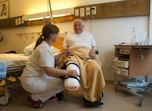 Överläkare Monika Majdalani med patienten Kurt Källman