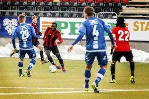 Thomas Boakye blir med sin speed som vanligt en viktig spelare för ÖFK i dagens cupmatch mot Elfsborg.
