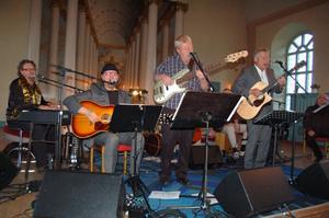 Orkestern spelade både Beatleslåtar och annat. Publiken älskade det de fick höra.
