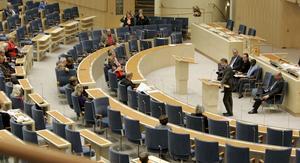 Glest i plenisalen. Den som får betalt för att sitta i riksdagen skall också sitta där. Det är ett rimligt krav som vi skattebetalare kan ställa, anser Leif Wallinder. foto: scanpix