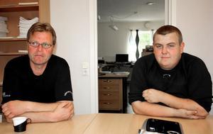Att visa sin personlighet och ha en rätt inställning tycker Anders Pettersson, till vänster, är viktigt för att gruppen ska fungera på företaget. Sven Norberg, till höger, var garanterad jobb redan under skoltiden.
