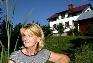 Eira Kälgren fortsätter som kommunchef i Hofors trots bråken med miljösamordnare Pär Åslund.