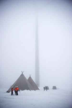 I det vita och snödimmiga Solberg syntes knappt vindkraftverken under invigningen av den stora parken vid Trattberget-Skallberget.