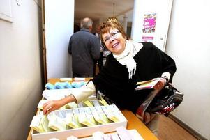 DEBUTANT. Hon säger att det är första gången hon röstar i kyrkovalet. För Gunilla Lindberg känns det viktigt att göra sin röst hörd. På hennes jobb har man också pratat mycket om valet.