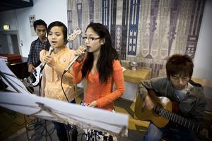 I Missionskyrkan passar ett stycke ur rockoperan Jesus Christ Superstar bra. Say Nay och Nu Vung sjunger. Mung Pi och Sunday Nay sköter kompet.