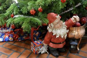 Det finns viktigare saker. Julen handlar inte om tomtar och julklappar utan om gemenskap.