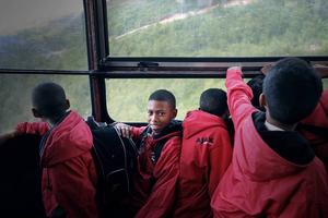 Killarna fick åka kabinbanan upp till toppen av Åreskutan.    Här är det Liam Sameuls som tittar in i kameran.