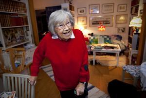 Ett tillverka smörmått är ett av många hantverk som Margareta behärskar.
