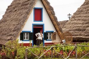 De trekantiga husen i småstaden Santana på nordkusten syns på många vykort på Madeira.