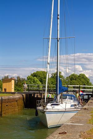 Stressa inte. Det är det bästa rådet för hur familjefriden överlever Göta kanal, enligt Daisy Larsson.   Foto: Shutterstock.com
