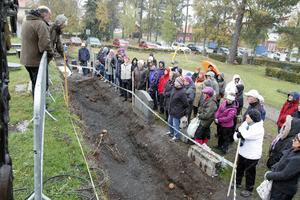 Individerna som hittats var omkring 170 centimeter långa och i vassa fall upp till 180 vilket tyder på välmående frösöbor. Personer som bodde i städer på medeltiden (där de andra medeltida kyrkogårdarna hittats) åt en sämre kost och var därför kanske inte lika långa som individerna som grävts fram på Frösön.