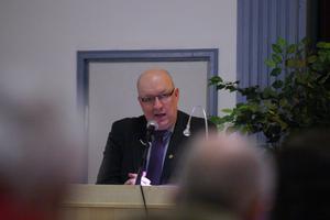 Ulf Berg, M, i talarstolen vid senaste kommunfullmäktige, som kanske var hans sista.