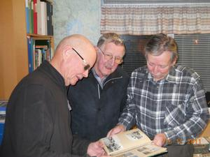 Rynor Grobecker, Seth Bergefors och Tord Backeby hann samtala en stund under kvällen.