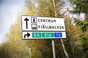 3. Även från Bomhushållet finns en skylt som visar hur man svänger för att komma till E4.