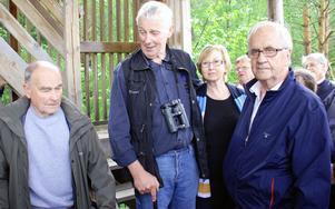 Staffan Müller i mitten tillsammans med för honom betydelsefulla personer i samband med projekt Limsjön. Från vänster mentorn och fågelkännaren Gunnar Lind, tidigare miljönämndens ordförande Dagny Martinsson och förre Hemköps-chefen Nils-Erik Johansson.