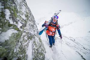 Vid lördagens tävling fick åkarna klättra upp till toppen och starten av tävlingen.