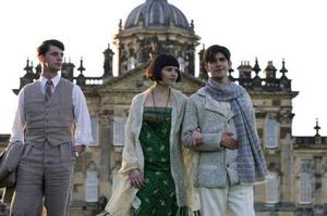 Matthew Goode, Hayley Atwell och Ben Whishaw framför Castle Howard.