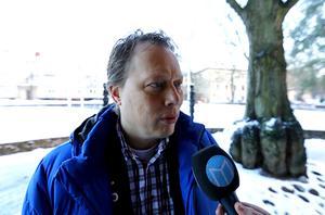 Abbe Ronsten (S) ville utreda förändringen mer noggrant. Han tvivlar på att den går att genomföra redan till hösten.