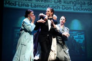 En utmaning har det varit för Borlänge musikteater att ta sig an filmhistoriens kanske mest omtalade dansfilm Singin in the rain.