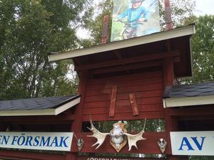 Platsen där Söderbärkehästen tidigare stoltserade på rastplatsen gapade efter stölden tom.