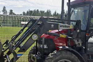 Jose Mourinho brukar parkera bussen framför målet, i Gottne ställer man traktorn bakom.