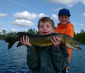 Casper Hubbert 11år med en gädda på 3,6 kg