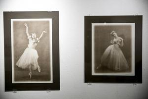 Två av Denis Egelskys kalotyper av 1800-tals ballerinor.