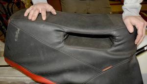 En dyna med handtag. Används när föraren slänger sig bakåt vid vissa trick.