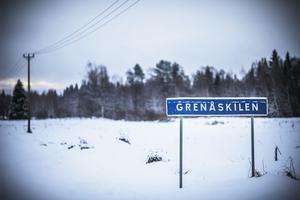 Grenåskilen är i dag en by med två bebodda gårdar. En dryg mil från Hammerdal.
